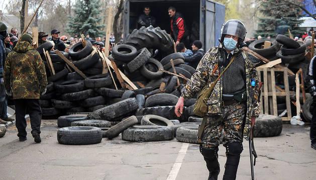 Activistas prorrusos, este sábado en Slaviansk