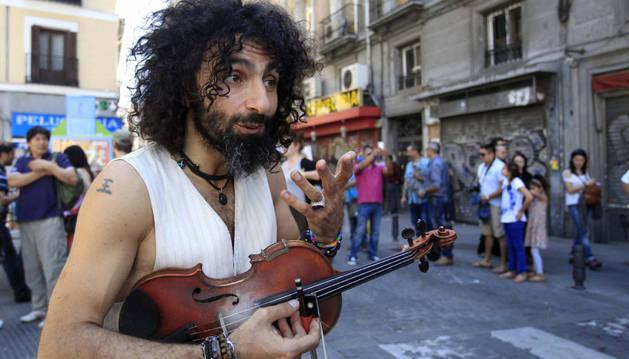 El violinista Ara Malikian realizó un flash mob con motivo de la promoción de su nuevo espectáculo, este domingo en Madrid