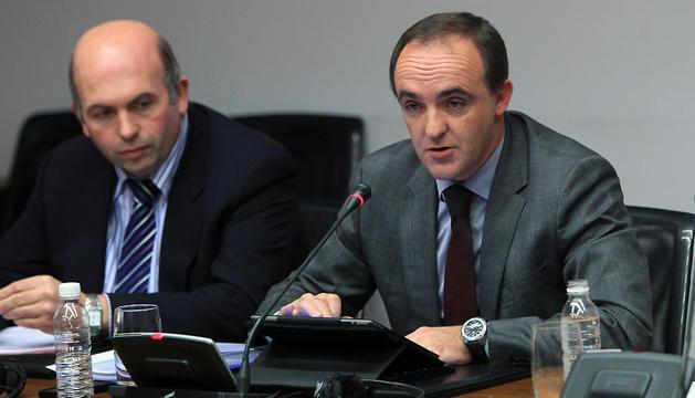 Patxi Pérez y José Javier Esparza, en una comparecencia parlamentaria en noviembre de 2012