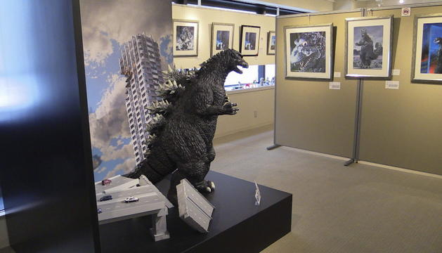 Interior de la galería Cheepa's de Tokio, que estos días acoge una exposición en honor al 60 aniversario de Godzilla