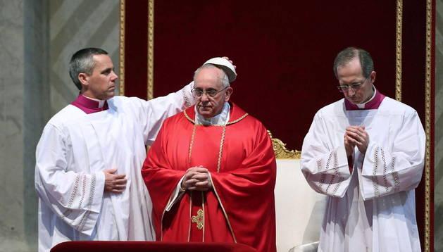 El papa Francisco oficiendo misa