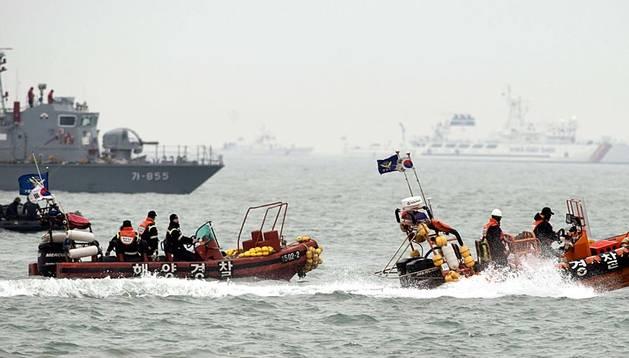 El ferri Sewol naufragó el pasado 16 de abril a unos 20 kilómetros de la isla suroccidental de Byeongpyung con 477 pasajeros a bordo, de los que 325 eran estudiantes de bachillerato.