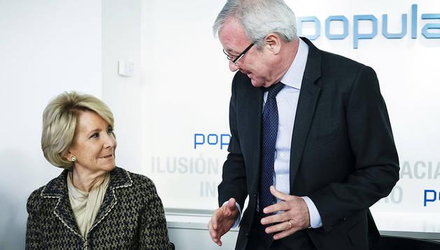 La presidenta del PP de Madrid, Esperanza Aguirre, y el presidente de Murcia, Ramón Luis Valcárcel, durante la reunión del Comité del partido