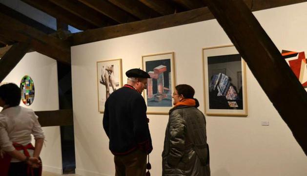 Visitantes en la muestra abierta en la Ciudadela de Pamplona