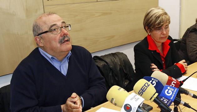 Manel Nadal y Pia Bosch durante la rueda de prensa en la que anunciaron su dimisión