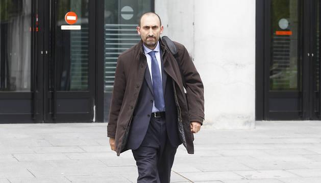 José Pérez Plano, saliendo de declarar en un juzgado de Pamplona