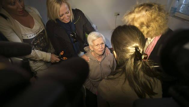 Dolores Ruiz(c), mujer de 73 años sobre la que pesaba una orden de desahucio.