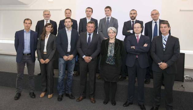 La vicepresidenta Goicoechea, junto con los empresarios que conforman la Red Navarra de Mentores