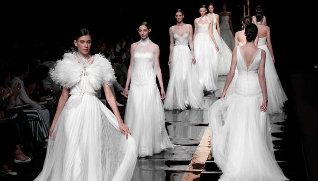 Desfile de vestidos de novia de Rosa Clará