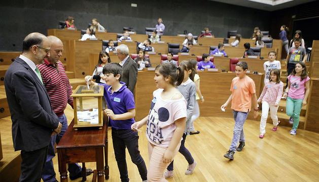 Los escolares han realizado una votación para elegir democráticamente un compromiso de entre todas las reflexiones presentadas