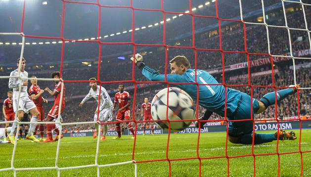 El meta alemán Manuel Neuer no puede hacer nada ante el cabezazo de Sergio Ramos en el segundo gol del encuentro