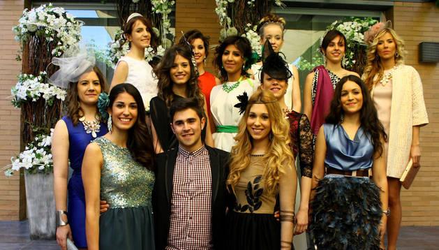 Álvaro Forcada, en el centro, junto a todas las modelos.
