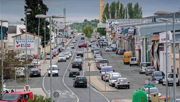 Vista general del polígono industrial de Merkatondoa, arteria de entrada a la ciudad desde la Autovía del Camino.