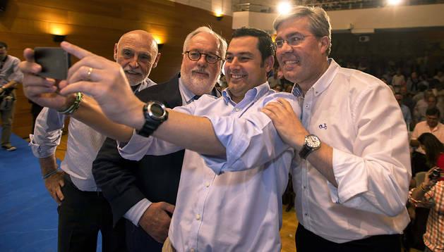 Miguel Arias Cañete (2º izda.) y Juan Manuel Moreno Bonilla (3º dcha.), con el alcalde de Jaén, José Enrique Fernández de Moya (dcha.), y Gabino Puche (izda.), líder del PP de Jaén