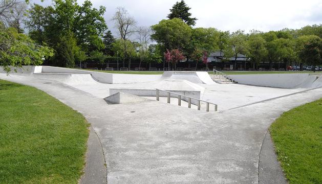 Grietas y baches en el skatepark de Antoniutti