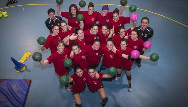 Las jugadoras del Beti Onak, en el pabellón Hermanos Induráin de Villava