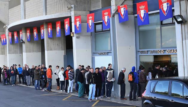 El Sadar registró colas en el primer día de venta de entradas