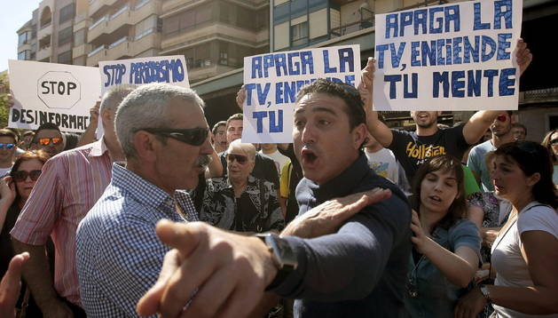 Unos ochocientos aficionados se cocnentran en la Plaza Mayor en apoyo al joven aficionado del Villarreal