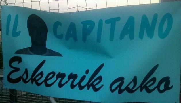 Pancarta para el capitán Iñaki Sánchez Valverde