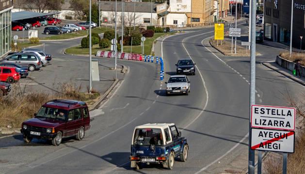 Zona de la muga entre Estella y Ayegui conocida como cruce de Sabeco, con la regulación actual.