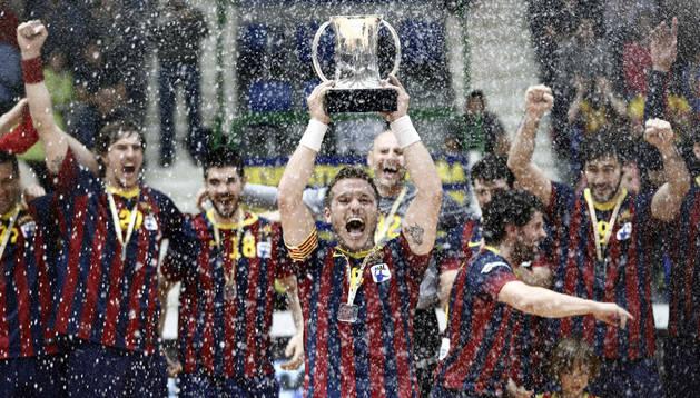 El Barcelona recupera el trono copero y aplasta al Granollers