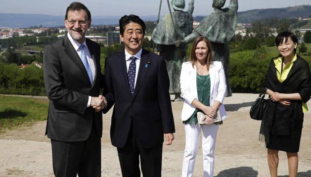 El presidente del Gobierno, Mariano Rajoy y su esposa, Elvira Fernández junto al primer ministro de Japón, Shizino Abe, y su esposa, Akie Abe. EFE