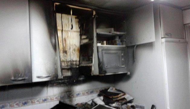Estado en el que quedó la cocina tras el incendio.