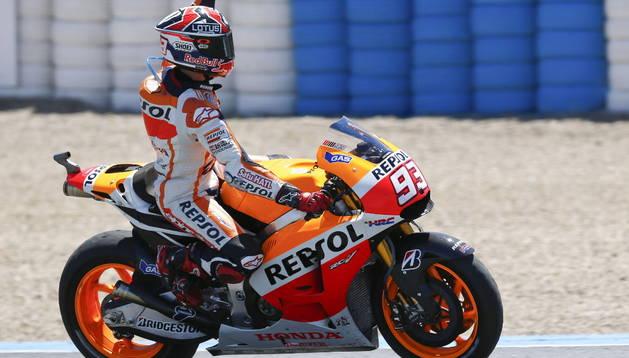 Márquez celebrando su victoria en el Gran Premio de Jerez. EFE