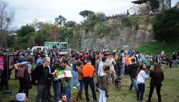 Cientos de uruguayos celebran la legalización de la marihuana.