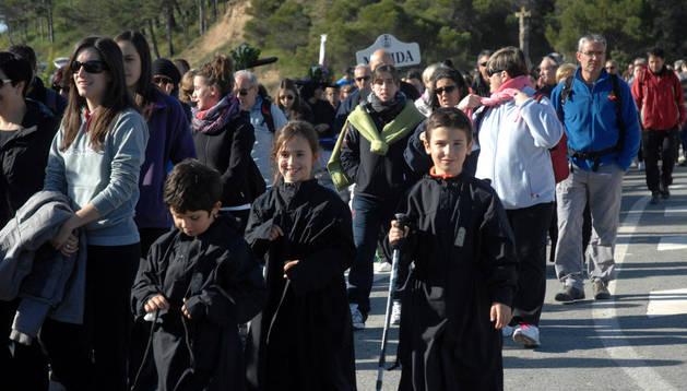 Entre los peregrinos a Ujué también hubo numerosos niños.