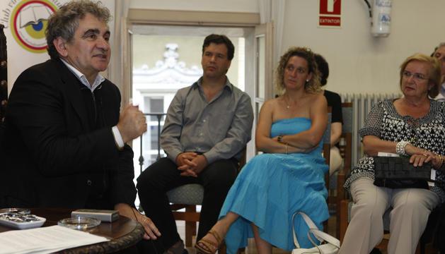 Bernardo Atxaga en el Club de Lectura en 2009