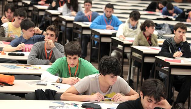 Alumnos de Bachiller, en una Olimpiada de Matemáticas en la UPNA