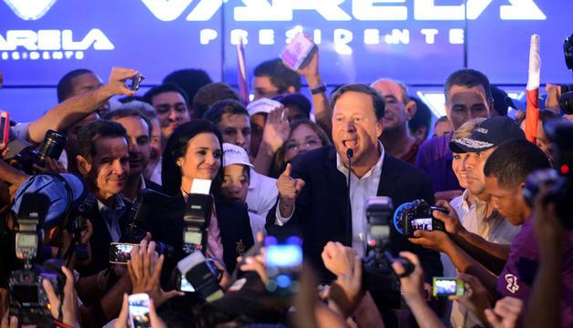 Varela habla a sus seguidores tras conocer su victoria electoral.