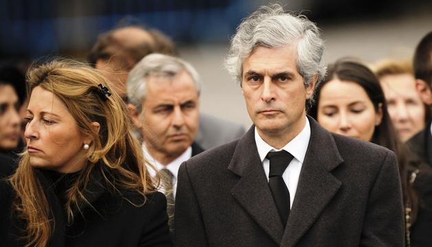 Adolfo Suárez Illana y su esposa, durante el funeral del expresidente del Gobierno el pasado mes de marzo