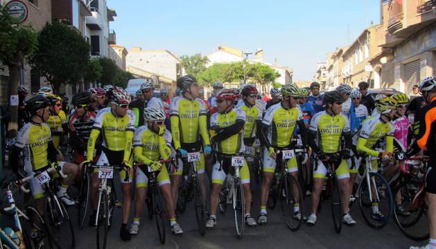 Los miembros del Club Ciclista de Murchante, preparados para salir con el resto de ciclistas.