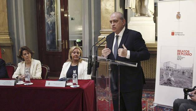 Fernández Díaz y Barcina, en la presentación de 'Relatos de plomo' en Madrid.