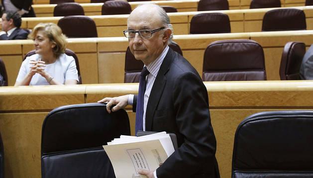 El ministro de Hacienda y Administraciones Públicas, Cristóbal Montoro, durante una sesión de control al Gobierno