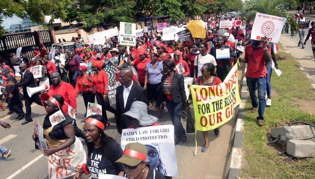 Los nigerianos piden que las niñas secuestradas vuelvan a casa