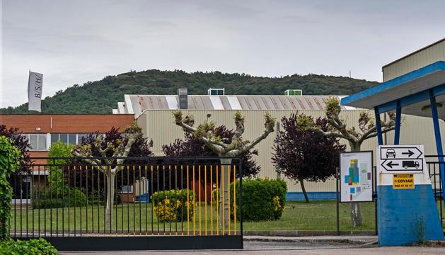 Vista exterior de la planta de BSH de Villatuerta, que se desmantelará este año para llevar su producción a la factoría de Esquíroz.