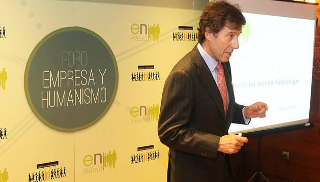 Javier Sada García, al principio de su conferencia