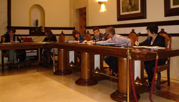 Un momento del pleno del Ayuntamiento de Cintruénigo