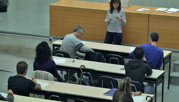 Algunos de los aspirantes que se presentaron al examen el sábado en la UPNA