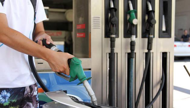 Surtidor de gasolina. Archivo DN