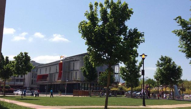 El Ayuntamiento de Noáin el miércoles, mientras revisaban las luces