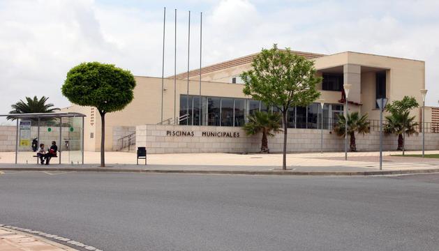 Imagen exterior del edificio de la piscina cubierta
