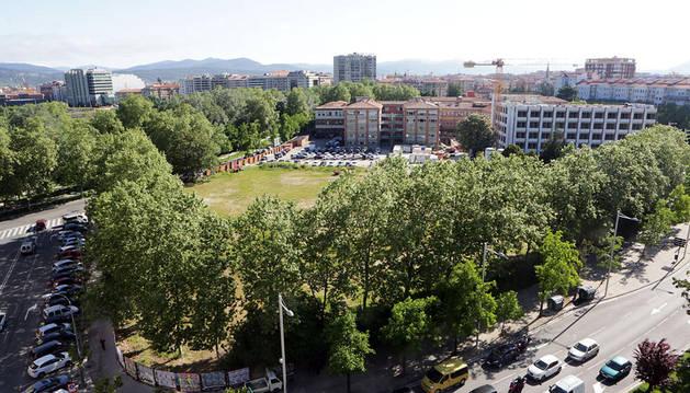 En esta parcela, con la Casa de Misericordia al fondo, se prevé construir el centro comercial y los dos edificios residenciales
