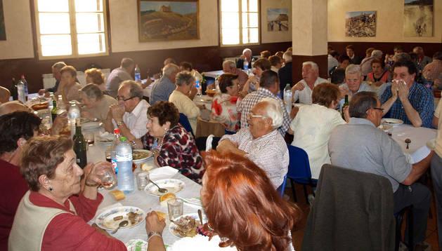Los jubilados, durante la comida en el Yugo