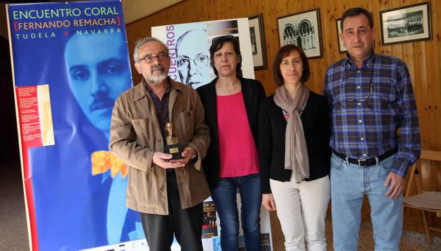 De izda. a dcha., Manolo Magaña, Maite Cuartero, Mª Ángeles Bienes y Carlos Gorricho, en la presentación del encuentro coral