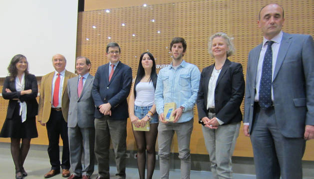 Iribas con representantes de las entidades organizadoras y los galardonados.