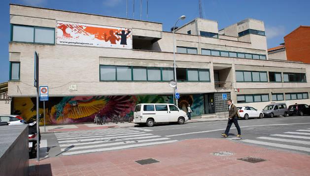 El edificio de la Casa de la Juventud, construido en 1968 y situado en la calle Sangüesa
